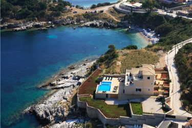 Kassiopi Beach Villa in Corfu
