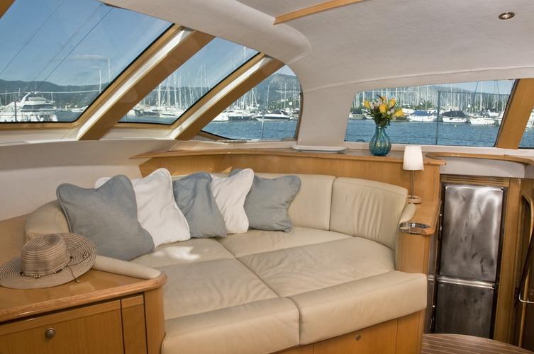 catamaran-priviledge-585-3