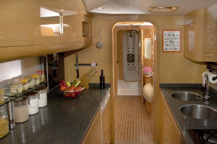 catamaran-priviledge-585-4